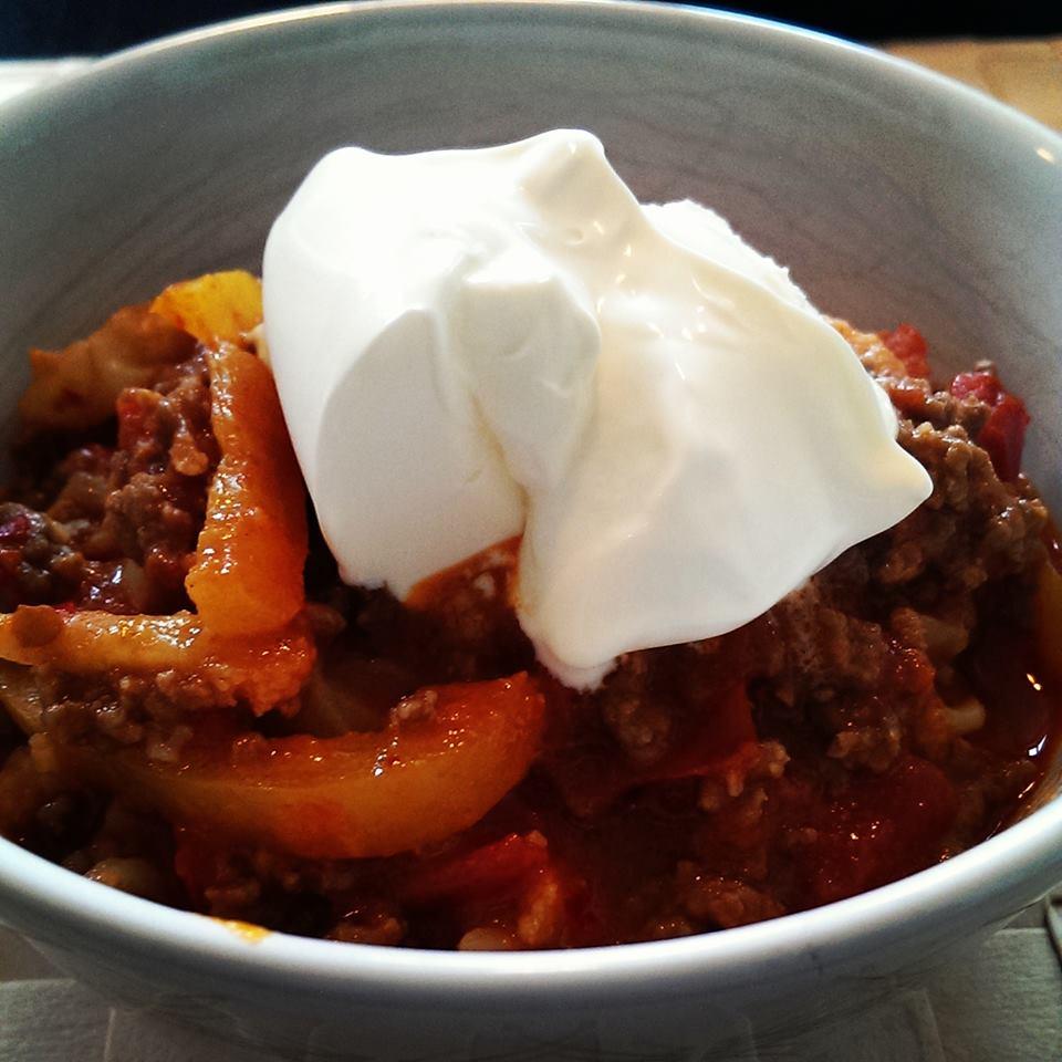 Stærk og fyldig Chili Con Carne med Creme Fraiche 38% på toppen.