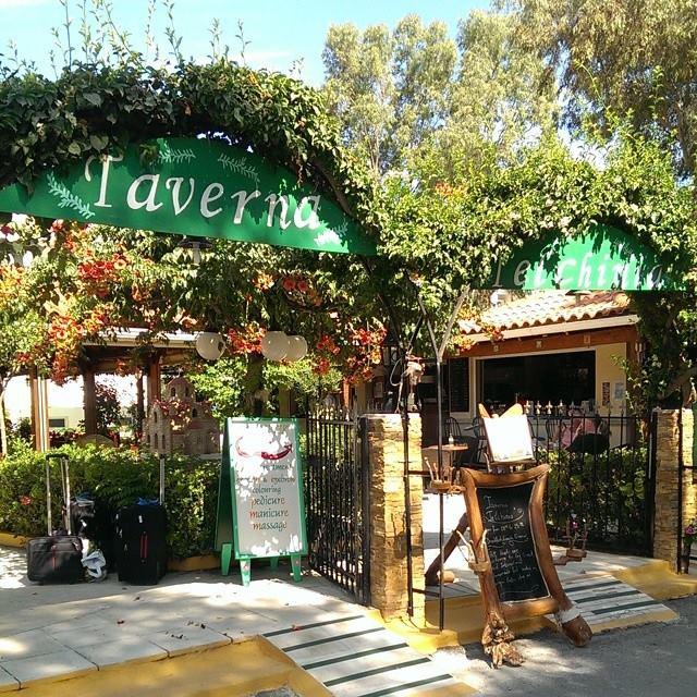 Den hyggelige Taverna på hotellet..... Dog serverede de også her de famøse pommes frites!!!